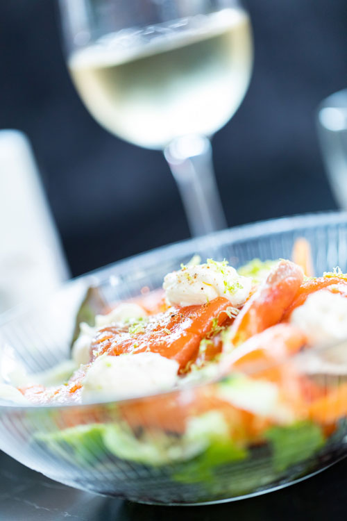 madame-restaurant-rouen-19-salade-saumon-vin-blanc-500x750