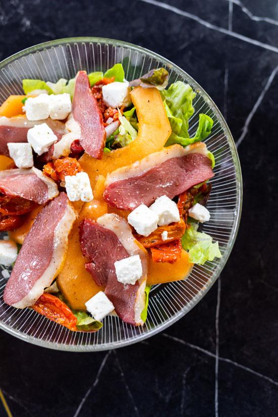 madame-restaurant-rouen-20-salade-magret-550x825