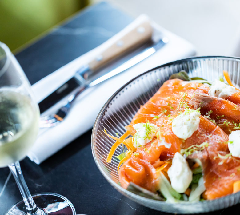 madame-restaurant-rouen-41-salade-saumon-780x699